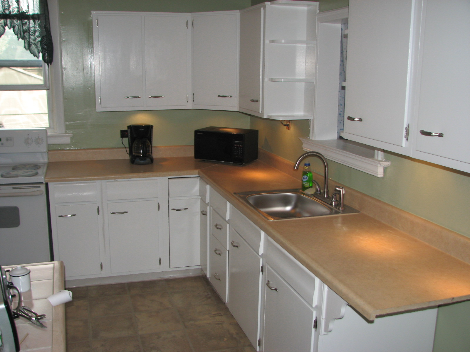 Kitchen remodels before and after pthyd for Small kitchen renovations